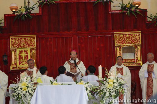 Đức cha Gioan Maria Vũ Tất chủ tế Thánh lễ