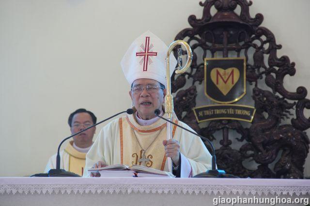 Đức cha giảng trong Thánh lễ
